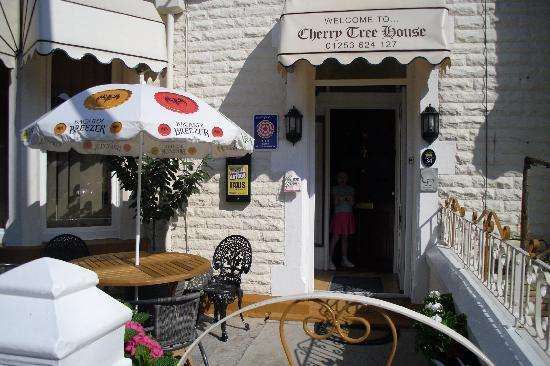 Cherry Tree House Hotel: Outside