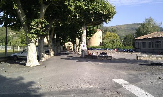 Chateau des Ducs de Joyeuse: Devant l'hôtel