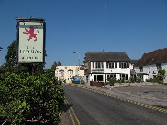 Red Lion, Shepperton - Russell Rd - Restaurant Reviews, Phone Number & Photos - TripAdvisor