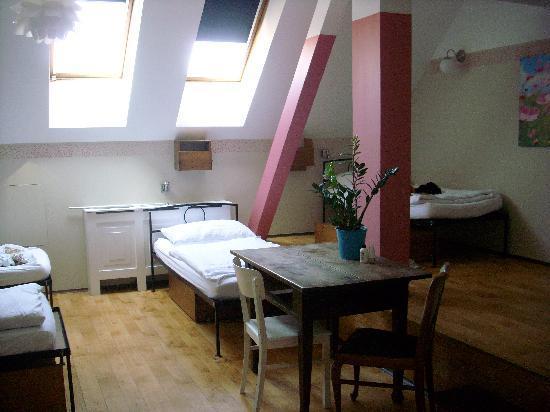 Sir Toby's Hostel: Jaro room