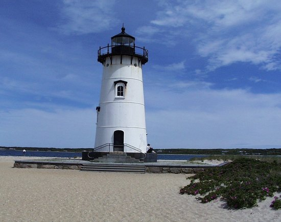 Edgartown, MA: The grounds of the lighthouse are well kept and attractive.