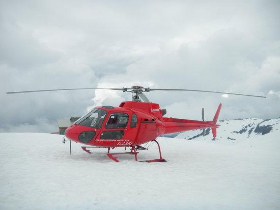 Glacier Air: Helicopter on glacier