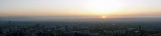 Алматы, Казахстан: Sun setting on Almaty - check out that smog!
