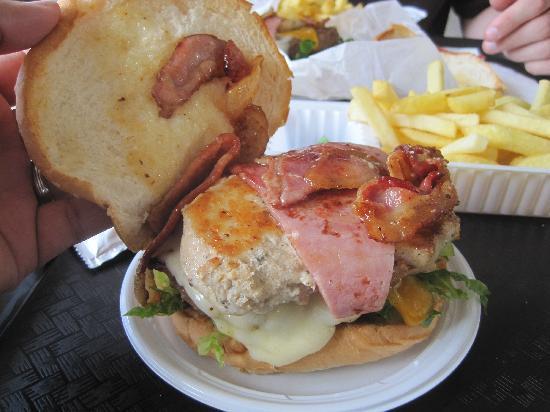 Sheriff Restaurant: Magnum Burger