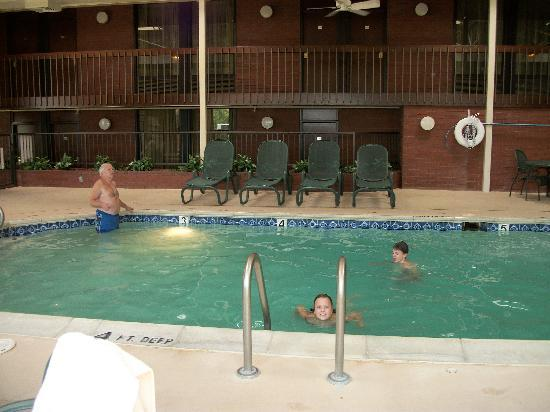 Drury Inn Columbia: Pool Area