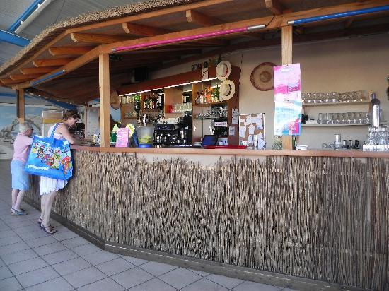 Camping Club Les Brunelles : Le bar