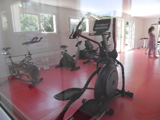 Camping Club Les Brunelles : Salle de sport