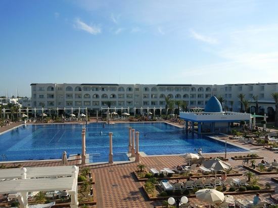 Concorde Hotel Marco Polo: what a pool. fantastic !!!