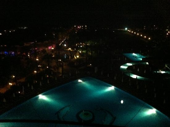 Titanic Beach Lara Hotel: at night
