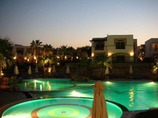 Otium Hotel Aloha: piscina di sera