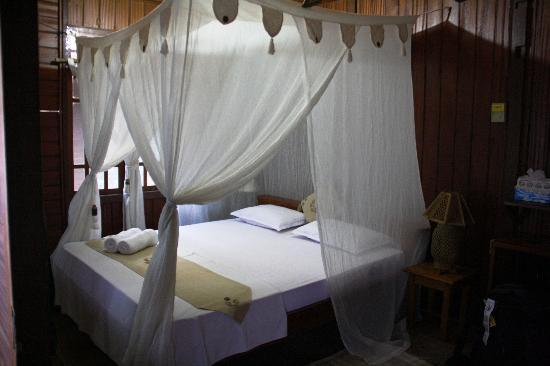 Murex Bangka Resort: interior cottage