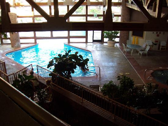 Red Lion Hotel & Conference Center St. George : Swimming Pool from Second Floor