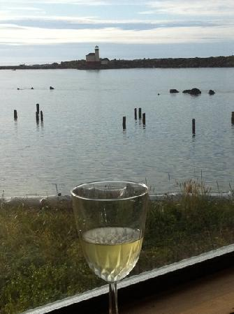 Lighthouse Bed and Breakfast: evening wine in room
