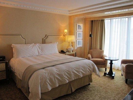 Four Seasons Hotel London at Park Lane: Park Suite - bedroom
