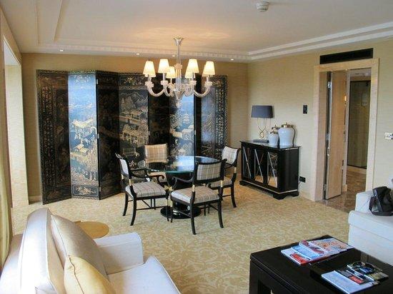 Four Seasons Hotel London at Park Lane: Park Suite - Living Room
