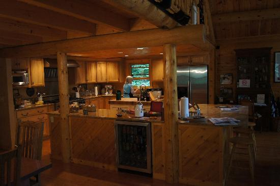 Good Timber Bed and Breakfast: Good timber kitchen. Coffee, tea, M&Ms, and amazing cookies!