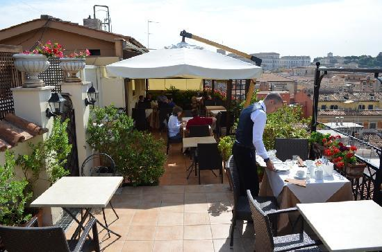 Colonna Palace Hotel: Rooftop breakfast terrace