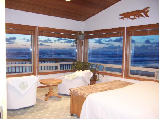 Edgewater Cottages : Beachcomber's upstairs master bedroom