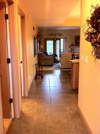 Appleview River Resort: condo 324. very clean and inviting!