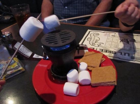 Amos Mosquito's Restaurant & Bar: s'mores at Amos Mosquito