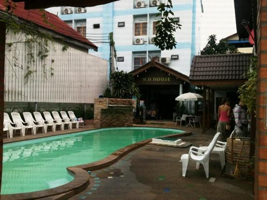 M.D. House: pool