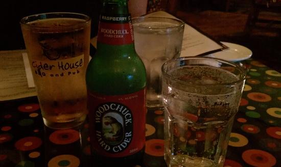 Cider House BBQ and Pub: Mac Jack and Woodchuck - Good start to the meal