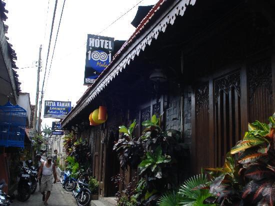 Hotel 1001 Malam : 狭い路地にあります