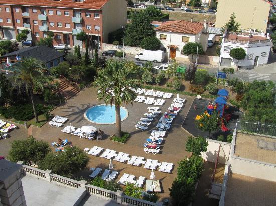 Aqua Hotel Silhouette & Spa - Adults Only: vue sur autre piscine et l'aire de jeu de l'hôtel