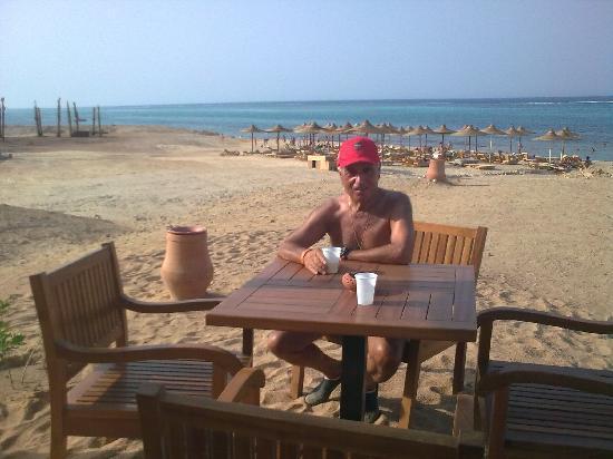 Eden Village Gemma Beach : Spiaggia vista dalla collinetta del Bar