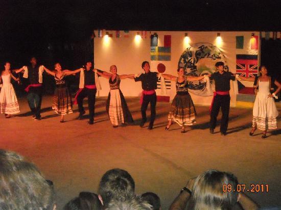 Eretria Village Resort & Conference Center: folk dances at theater