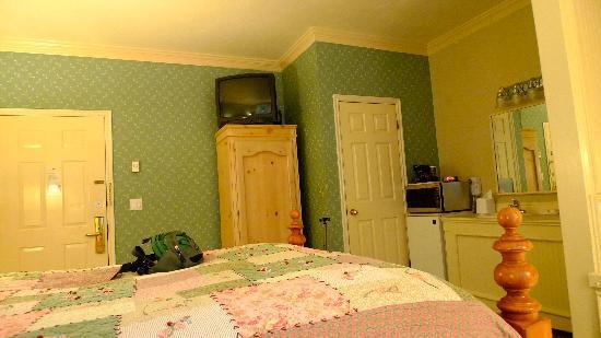 بست ويسترن غراندماز فيزر بيد: our room