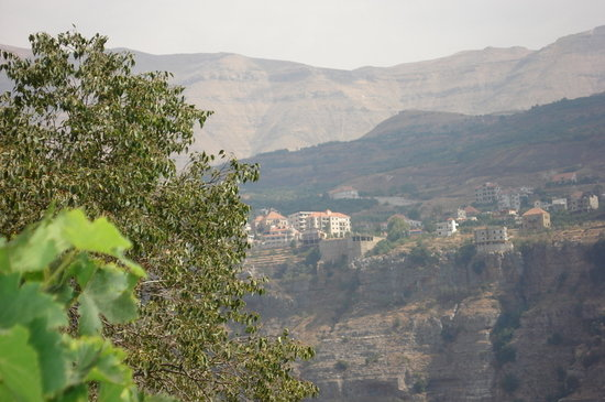 Bcharre, Libanon: mountains across Hadchit