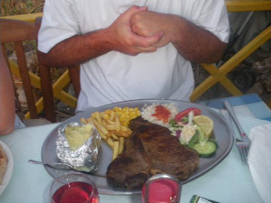 Roma Restaurant: My last nights dinner in Roma...Delicious T-bone..