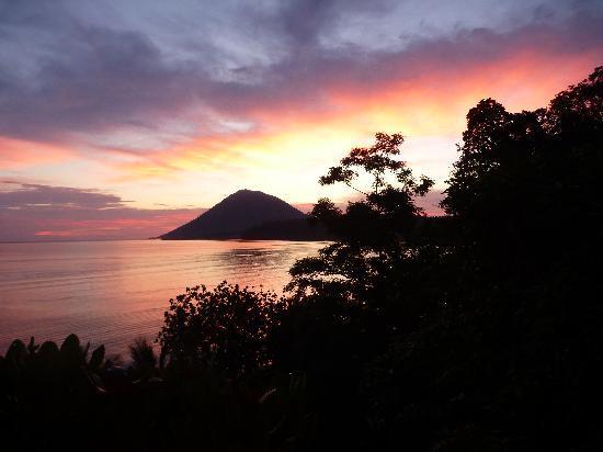Bunaken Island Resort: Sunset .. no filter honet!!