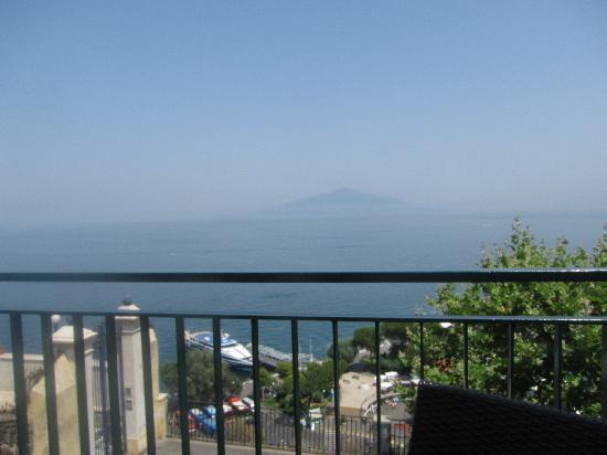 Michelangelo Hotel: View of Vesuvius from sun roof