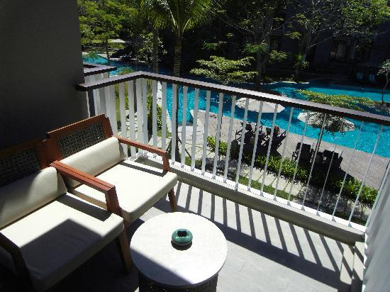 Courtyard by Marriott Bali Nusa Dua: Balcony with some seats