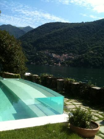 Relais Villa Vittoria: the amazing infinity pool.