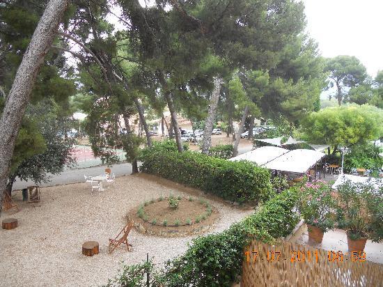 Saint-Cyr-sur-Mer, France : l'arrière de l'hôtel