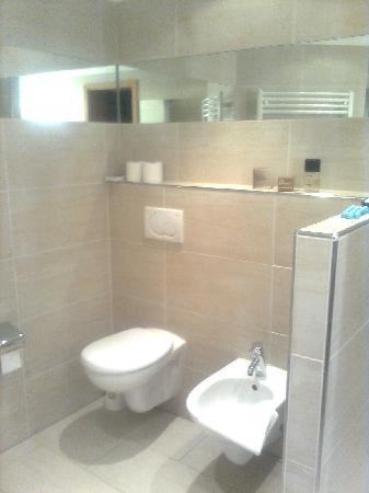 Gasthof zur Post: Modernes helles Bad mit Bidet
