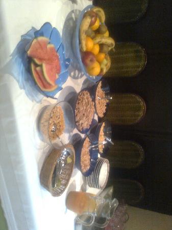 Peissenberg, Almanya: Frühstück mit Müsli & Obst