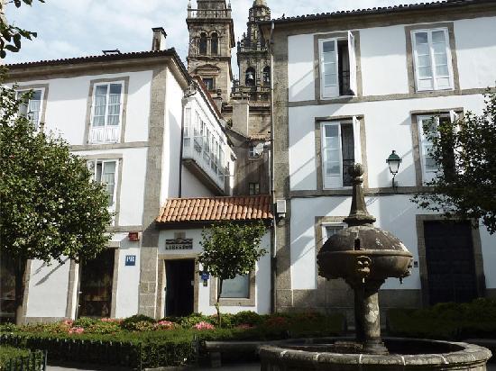 Pension  Libredon **: Plaza de Fonseca · Recepción