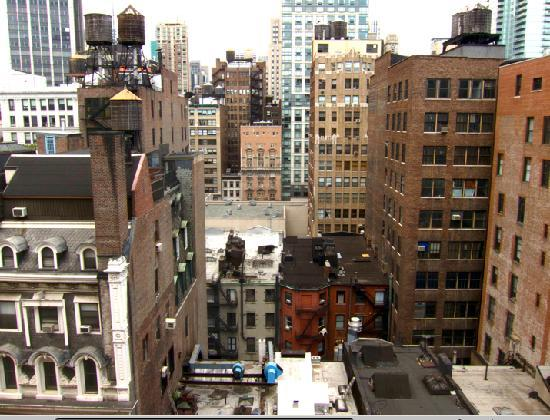 Ace Hotel New York: A 'Cheap room' on the 11th floor, view from the window. The Empire State Building is there in th