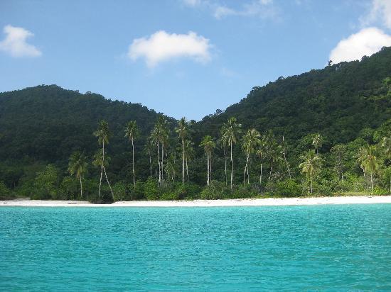 The Taaras Beach & Spa Resort : The Taaras' second beach (100m snorkel trip from the resort!)
