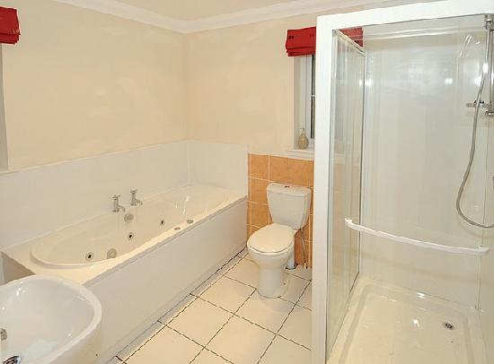 Bearnock  Country Cottages : Silver Birch Bathroom