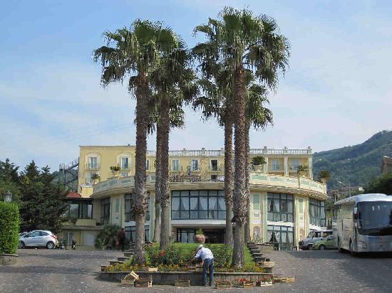 Grand Hotel la Pace : Front entrance