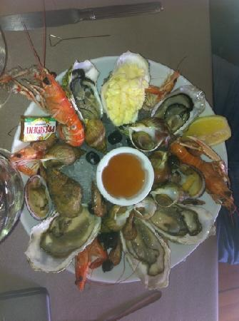 Granville, France : assiette de fruits de mer en entrée