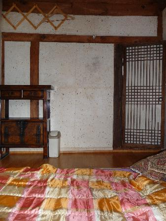 Sa Rang Chae Guesthouse: One of the rooms (fits two people, but not comfortably)