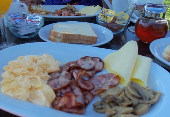 Studios Zafira: Typical Breakfast.