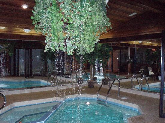 Sybaris Frankfort: the waterfall