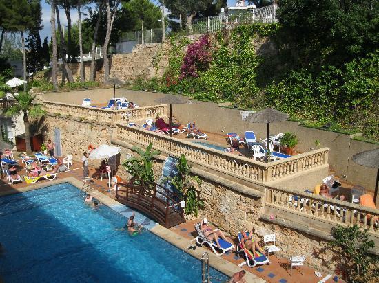Globales Palmanova Palace: the pool is small  and sahaded